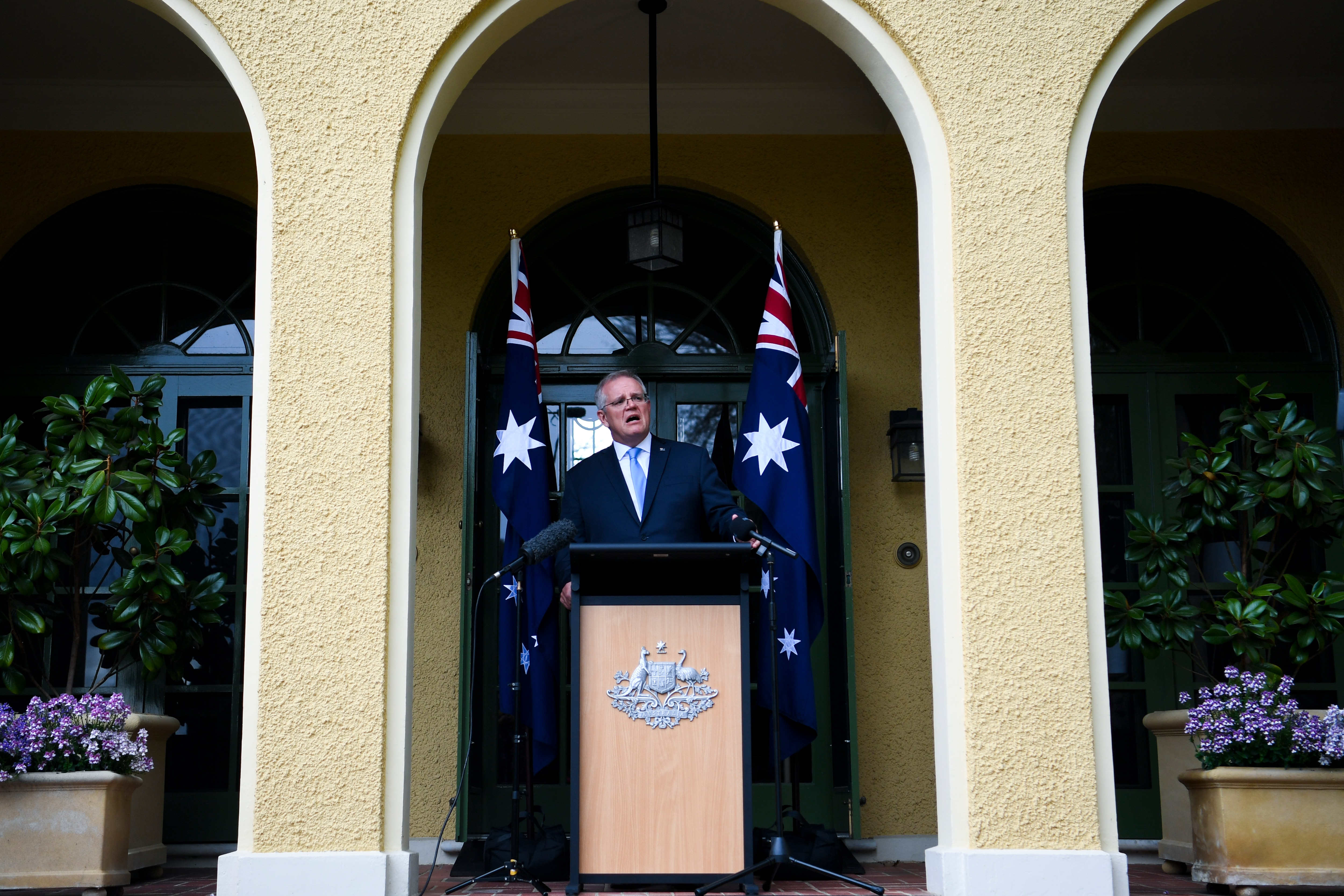 Deaf advocates have highlighted the lack of Auslan interpreters used at Prime Minister Scott Morrison's press conferences.