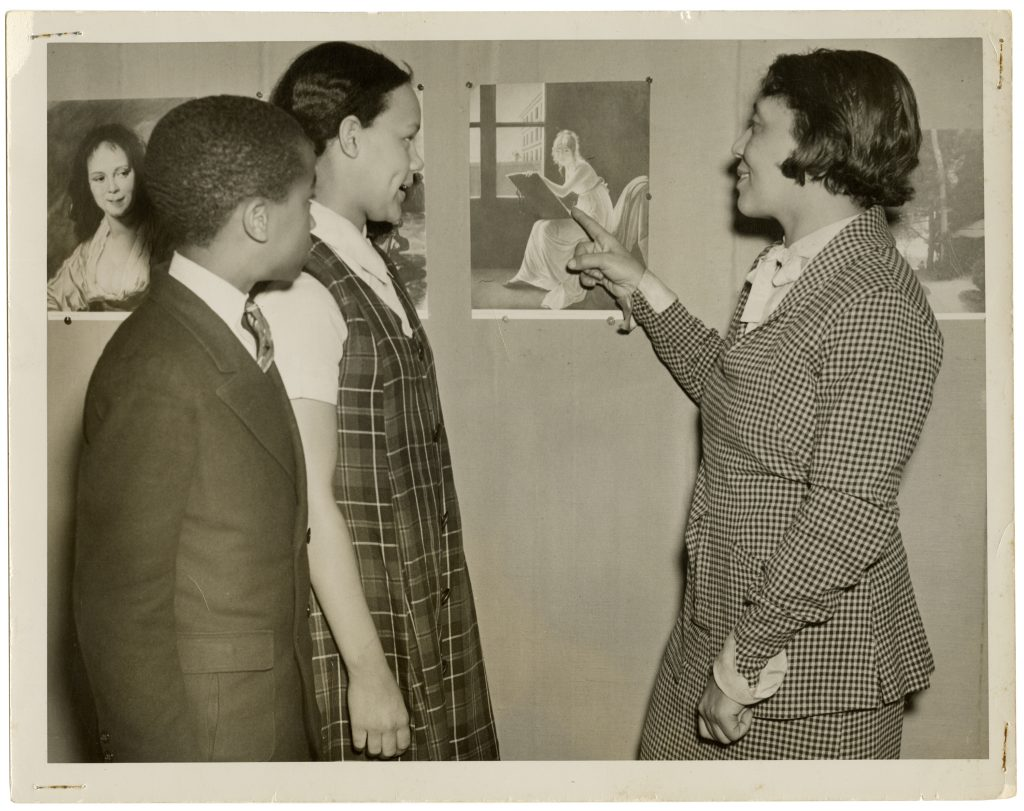 Alma Thomas with students at Howard University Art Gallery (1928 or after). Photo courtesy of the Columbus Museum, Columbus, Georgia.